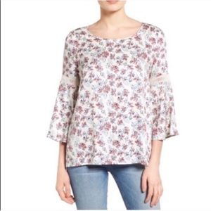 Pleione Bell-Sleeve Floral Lattice Lace Top